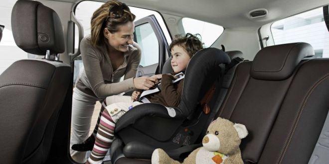 Bambini dimenticati in auto: la tecnologia aiuta i genitori più distratti