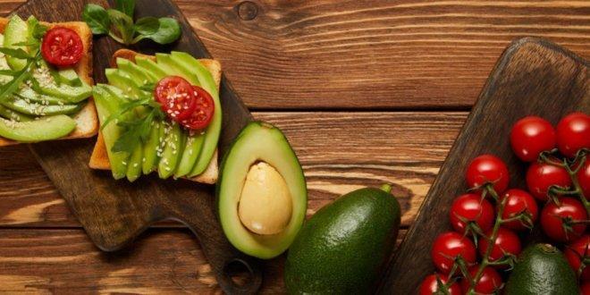 crostoni-con-avocado-pomodorini-in3clicktv